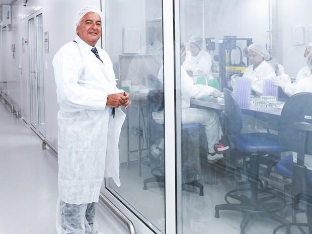 Médico imunologista Jorge Kalil, diretor do Instituto Butantan; instituto trabalha no desenvolvimento de vacina e soro contra o zika vírus (Foto: Camilla Carvalho/Instituto Butantan)