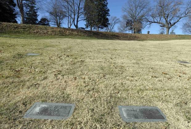 Os túmulos dos dois assassinos do caso retratado no livro 'A sangue frio' ficam no estado de Kansas (Foto: Dave Kaup/Reuters)