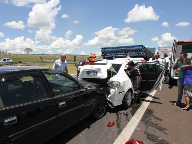Acidente envolveu seis veículos na Washington Luís, em São Carlos (Foto: Maurício Duch/Arquivo Pessoal)
