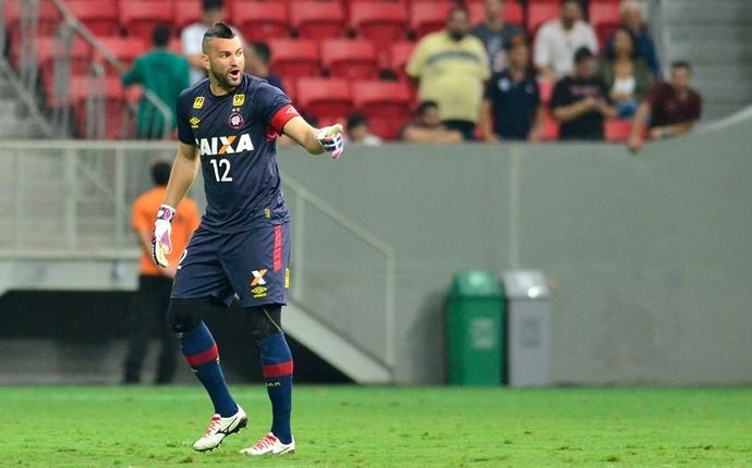 Goleiro Weverton do Atlético-PR (Foto: Site oficial do Atlético-PR/Gustavo Oliveira)