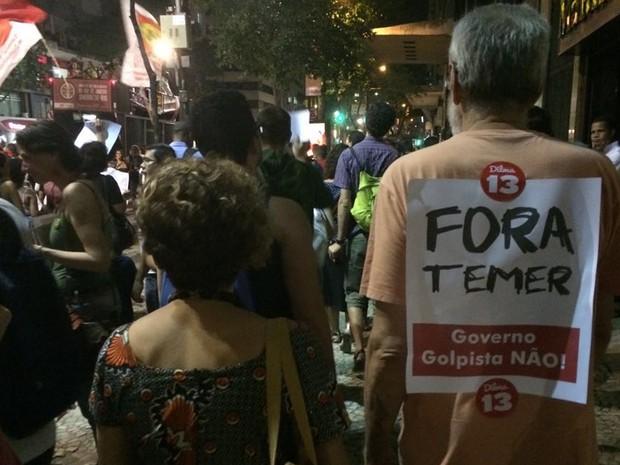 Manifestantes protestavam também contra o presidente em exercício Michel Temer (Foto: Nicolás Satriano/G1)
