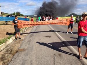 Protesto ocorre no quilômetro 336 da BR-232  (Foto: Júnior Valeriano/ Arquivo Pessoal)