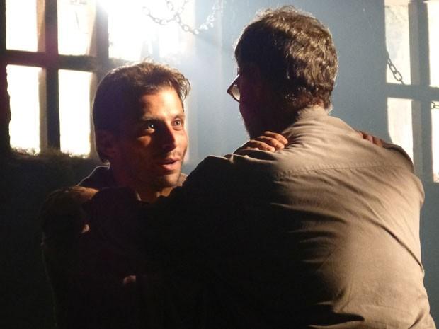 Cassiano e Duque põe plano de fuga em prática (Foto: Flor do Caribe / TV Globo)