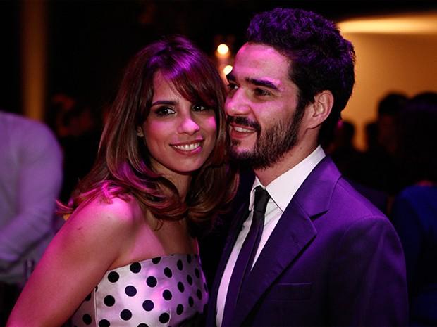 Maria Ribeiro e Caio Blat curtem festa de Império (Foto: Inácio Moraes/TV Globo)