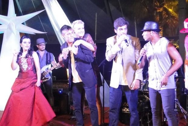 Xuxa e Neymar curtem o niver de 15 anos (Foto: TV Globo/ TV Xuxa)