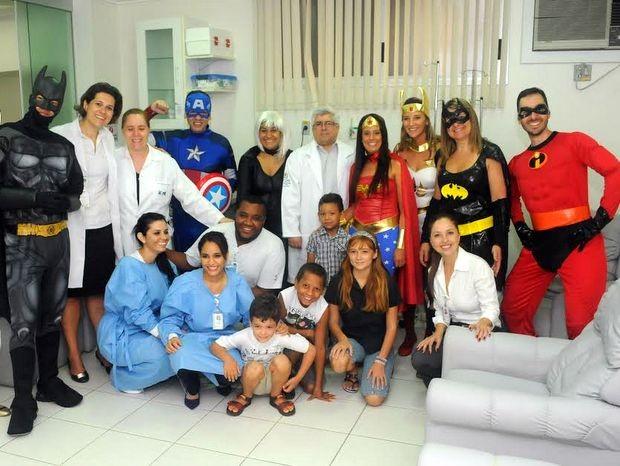 Grupo de voluntários viram super-heróis no HFC em Piracicaba (Foto: Antonio Trivelin/Divulgação)