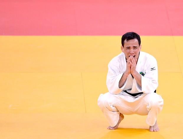 Felipe Kitadai comemora o bronze em Londres (Foto: AFP)