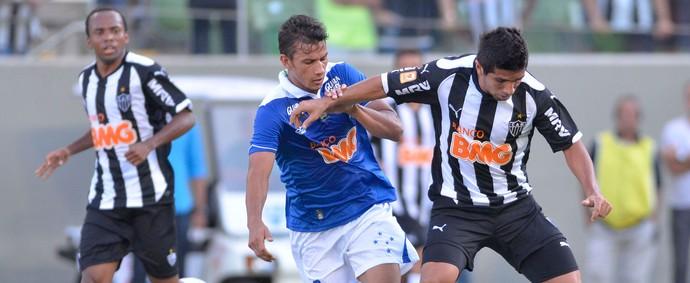Guilherme e Henrique Atlético-MG x Cruzeiro (Foto: Douglas Magno)