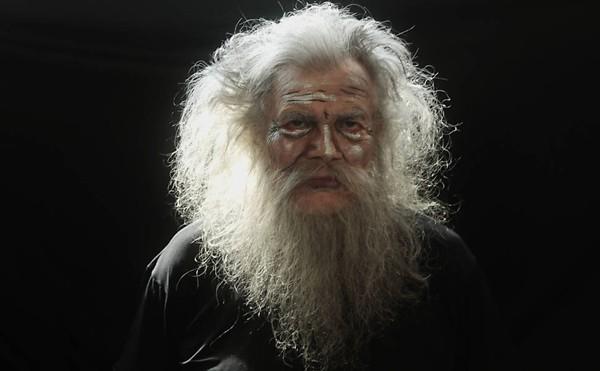 De volta pra casa: como o ator shakeasperiano Sir, na peça de Ronald Harwood, O Camareiro, 2015 (Foto: Divulgação)