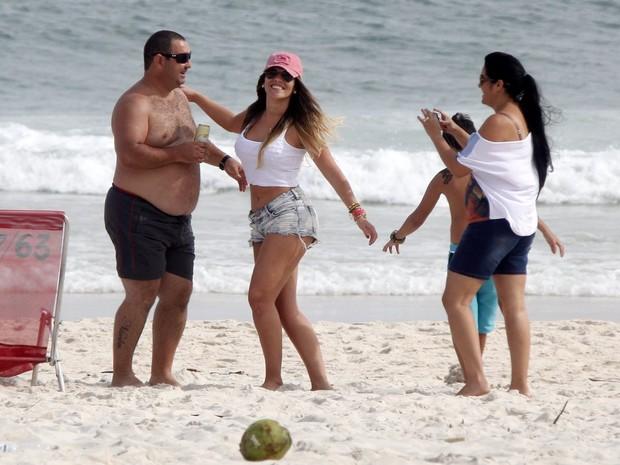 Anamara, ex-BBB, na praia (Foto: Marcos Ferreira - foto rio news)