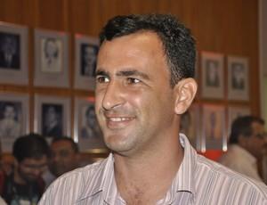 Eduardo Henrique treinador do Mixto (Foto: Robson Boamorte/GLOBOESPORTE.COM)
