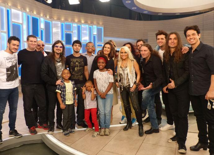 Convidados posam com Fátima no palco do programa (Foto: Viviane Figueiredo Neto/Gshow)