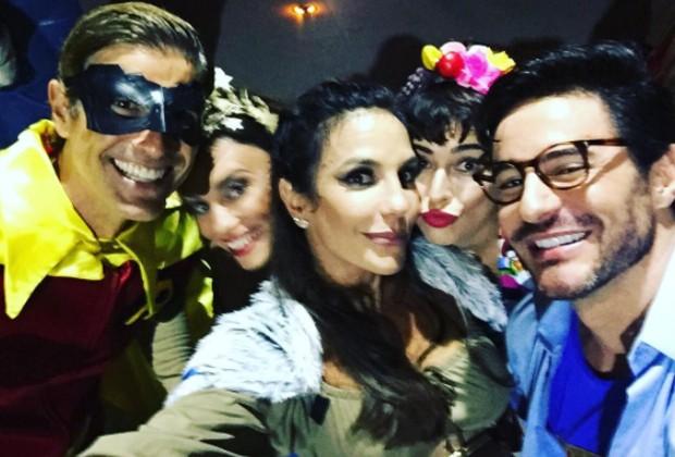 Ivete Sangalo celebra aniversário ao lado de amigos (Foto: Reprodução/Instagram)