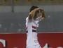 Mãos unidas na testa: entenda gesto na comemoração do gol de Calleri
