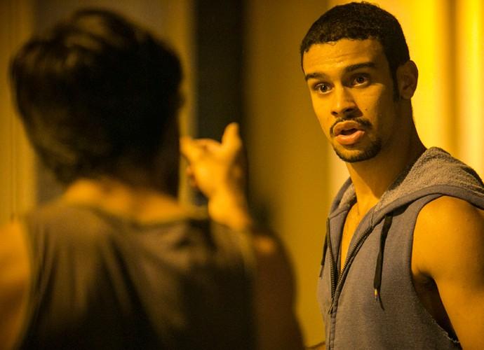 Jonatas acusa Jacaré de fazer mal a Eliza (Foto: Raphael Dias / Gshow)