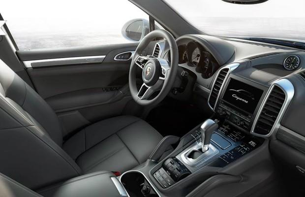 Interior do Cayenne S E-Hybrid 2015 (Foto: Divulgação)