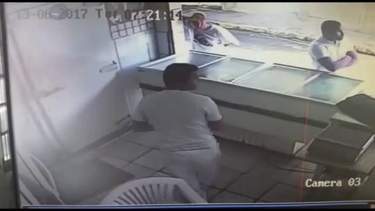Mototaxista é morto a tiros e outras quatro pessoas ficam feridas em frigorífico no Grande Recife