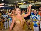 Ana Paula Evangelista aposta em vestido curtinho em noite de samba