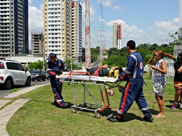 Três pessoas foram transferidas para hospital de Manaus (Foto: Diego Toledano/ G1 AM)