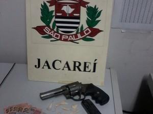 Dupla é presa por tráfico em Jacaeaí (Foto: Divulgação/Polícia Civil)