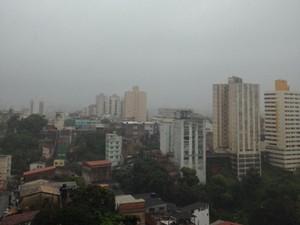 Chuva em Salvador (Foto: Rafaela Ribeiro/ G1 BA)