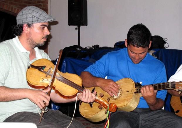 Fandango caiçara é o estilo musical predominante nas festas da cidade (Foto: Mariane Rossi/G1)