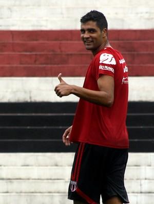 Giovanni, ala esquerdo do Botafogo-SP (Foto: Cleber Akamine)