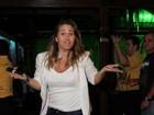 Andréia Sorvetão exibe nova silhueta em noitada com o marido e amigos