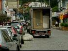 Motoristas não respeitam vagas de carga e descarga em Friburgo, no RJ