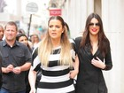 Khloe Kardashian 'derrapa' nas listras e aparece cheinha em dia de compras