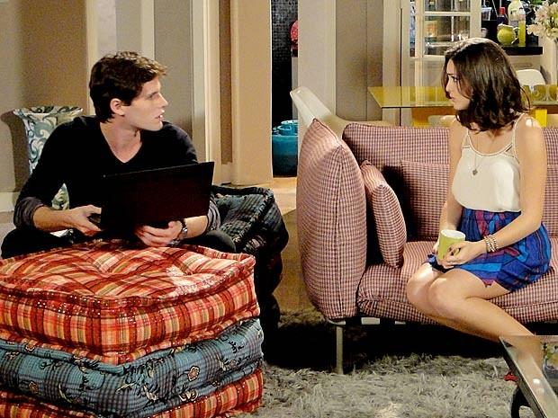 O casal se estranha (Foto: Cheias de Charme / TV Globo)