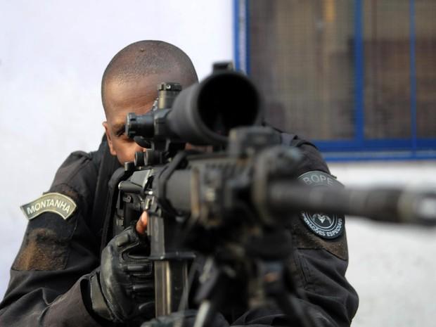 Segundo a Secretaria de Segurança do Rio, a ocupação do Complexo da Maré conta com 1.180 policiais militares (Foto: Alexandre Durão/G1)