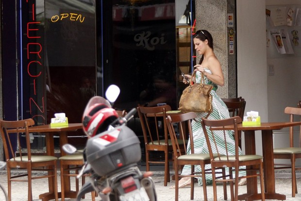 Camila Rodrigues lancha  (Foto: Marcos Ferreira / FotoRioNews)