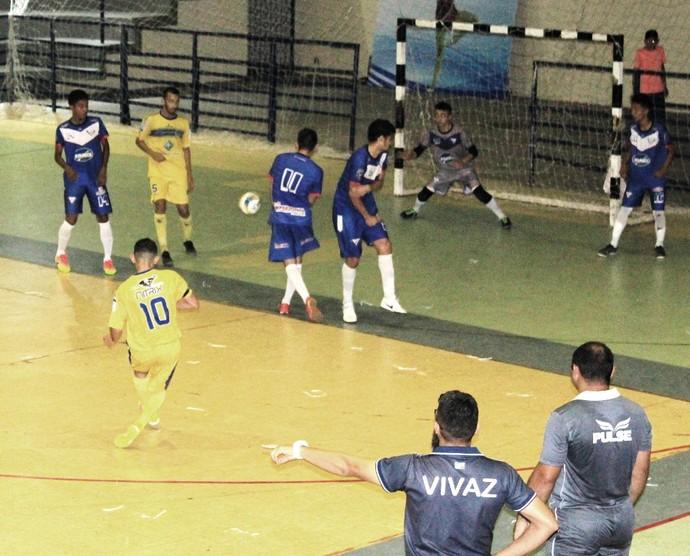 Foram quatro gols em menos de um minuto, que mudou a decisão para o terceiro jogo (Foto: Imagem/Tércio Neto)