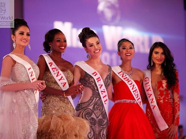 Brasileira Julia Gama (centro) foi semifinalista do concurso. (Foto: Divulgação)