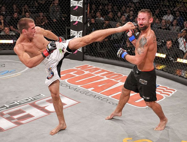 luta entre Alexander Sarnavskiy e Rich Clementi MMA  (Foto: Reprodução / Facebook Oficial)