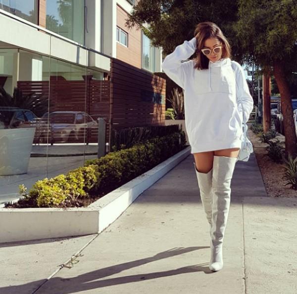 Anitta com a bota de moletom de Andressa Salomone (Foto: Reprodução/Instagram)