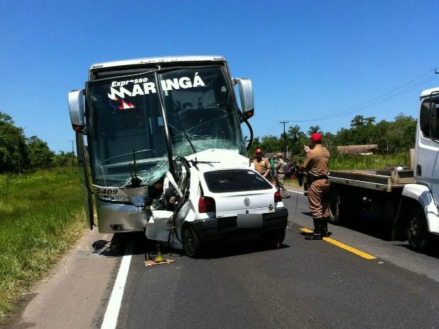 acidente3 Acidente entre ônibus e carro mata três soldados e fere três pessoas
