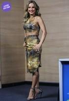 Look do dia: Claudia Leitte deixa barriga à mostra em coletiva