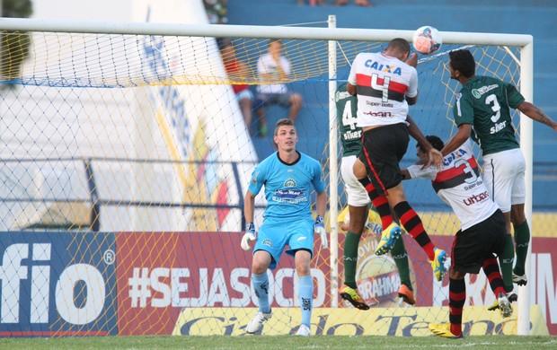 Icasa e Atlético-GO empatam sem gols no Estádio Romeirão (Foto: Normando Sóracles/ Agência Miséria)