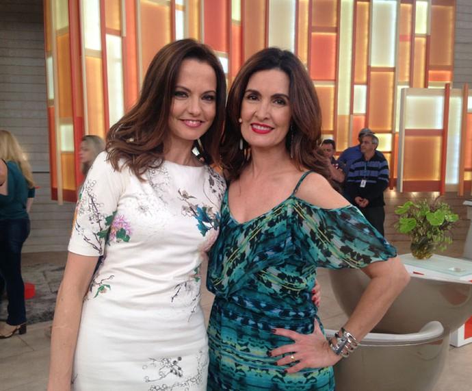 A parceira Ligia Guerra posa com a apresentadora  (Foto: Carolina Morgado/Gshow)