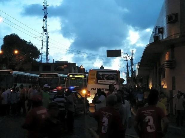 Sindicato dos Rodoviários foi invadido por chapas de oposição (Foto: Wendell Jefferson/G1)