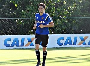 Matheus Ferraz no treino do Sport (Foto: Daniel Gomes/Globo Esporte.com)