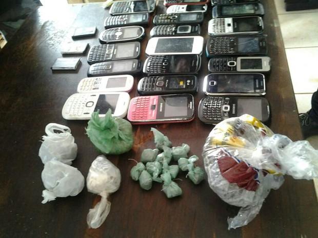 Drogas e aparelhos celulares foram apreendidos nos presídios São Luís I e II e na CCPJ de Pedrinhas (Foto: G1)
