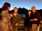 Famílias Obama e Macri se despedem entre risos e abraços na Patagônia