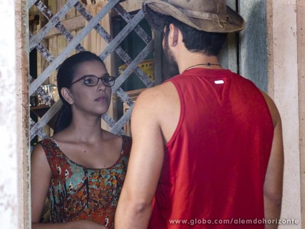 Matias procura Celina para pedir desculpas a professora pelo beijo (Foto: Além do Horizonte/TV Globo)