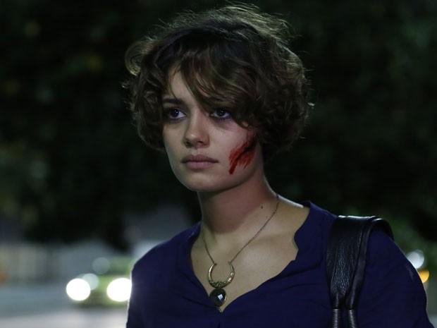 Alice fica feriada após agressão no meio da rua (Foto: Ellen Soares/Gshow)