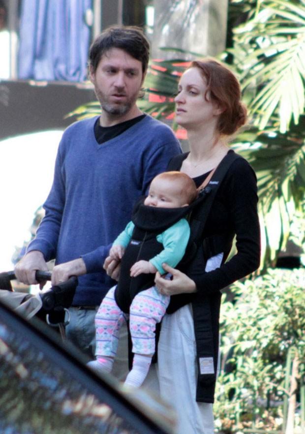 Laila Zaid com o marido, Marco e a filhinha, Clara (Foto: AgNews / J C Pereira)