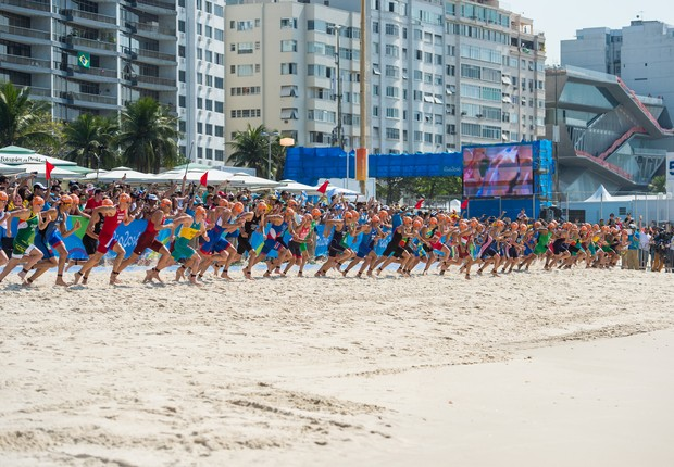 Praia de Copacabana recebeu na quinta-feira (18) a competição do triatlo masculino (Foto: Alex Ferro)