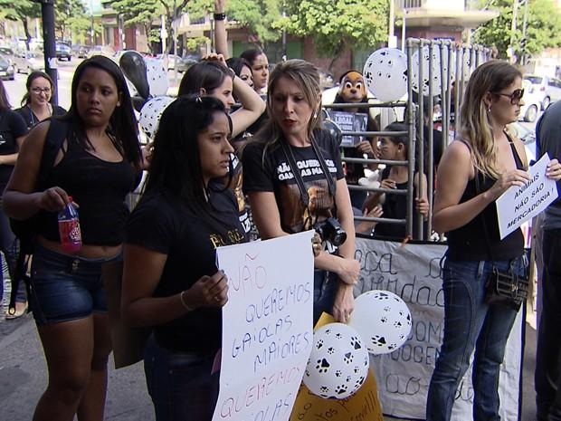 Protesto contra a venda de animais no Mercado Central, em Belo Horizonte.  (Foto: Reprodução/TV Globo)